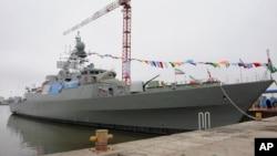 2013年3月17日,伊朗一艘下水服役的導彈驅逐艦在德黑蘭西北部的港口停泊