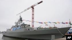 Tàu khu trục Jamaran-2 của Iran neo đậu trong lễ hạ thủy ở thành phố cảng Anzali, tây bắc Tehran, ngày 17 tháng 3, 2013.