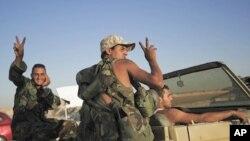 Libye : les rebelles prennent deux villes proches de Tripoli