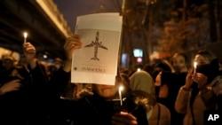 Vigília após o Irão ter afirmado que o avião ucraniano foi derrubado por engano por seus mísseis antiaéreos.