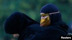 عراقي پوځ وايي شاید د داعش جګړه ماران د ښځو په حجاب کې له سیمې وتښتي
