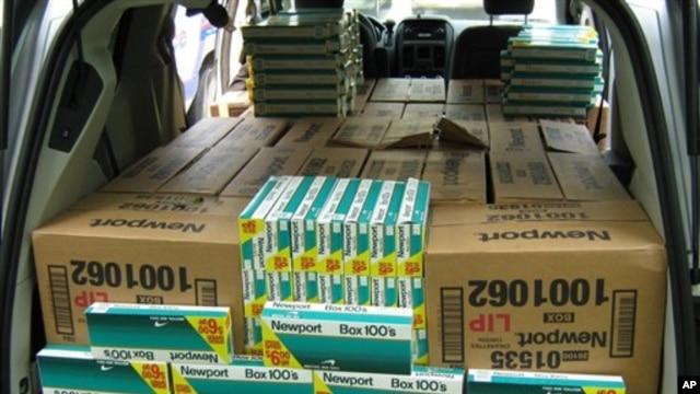 WHO memperkirakan satu dari sepuluh rokok yang dijual berasal dari saluran-saluran perdagangan gelap, yang menimbulkan kerugian lebih dari 40 miliar dolar per tahun karena hilangnya pendapatan pemerintah dari pajak (foto: Dok).