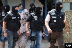 Forças especiais francesas após atentado em Lyon