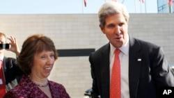 歐洲聯盟外交政策首席代表凱瑟琳阿什頓(左)9月7日在立陶宛與美國國務卿克里會面。