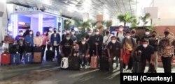 Tim bulu tangkis Indonesia saat tiba di Birmingham, Inggris, Sabtu 13 Maret 2021. (Foto: Coutersy/PBSI)