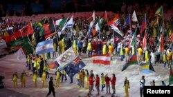 ورزشکاران کشور های مختلف از برابر هزاران تماشاچی عبور کردند.