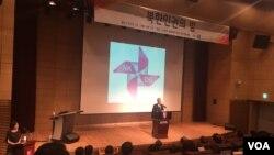 1일 한국 고려대학교 의과대학 유광사홀에서 열린 북한인권의 밤 행사에서 유호열 고려대 교수가 연설하고 있다.