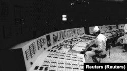 Na slici: praćenje rada rekatora broj 3, 1988. godine