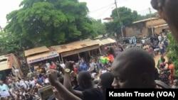 Manifestations à Bamako, Mali, le 17 août 2016. Kassim Traoré/VOA
