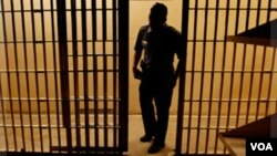 El cubano René González aún debe pasar tres años de libertad condicional supervisada en Estados Unidos.