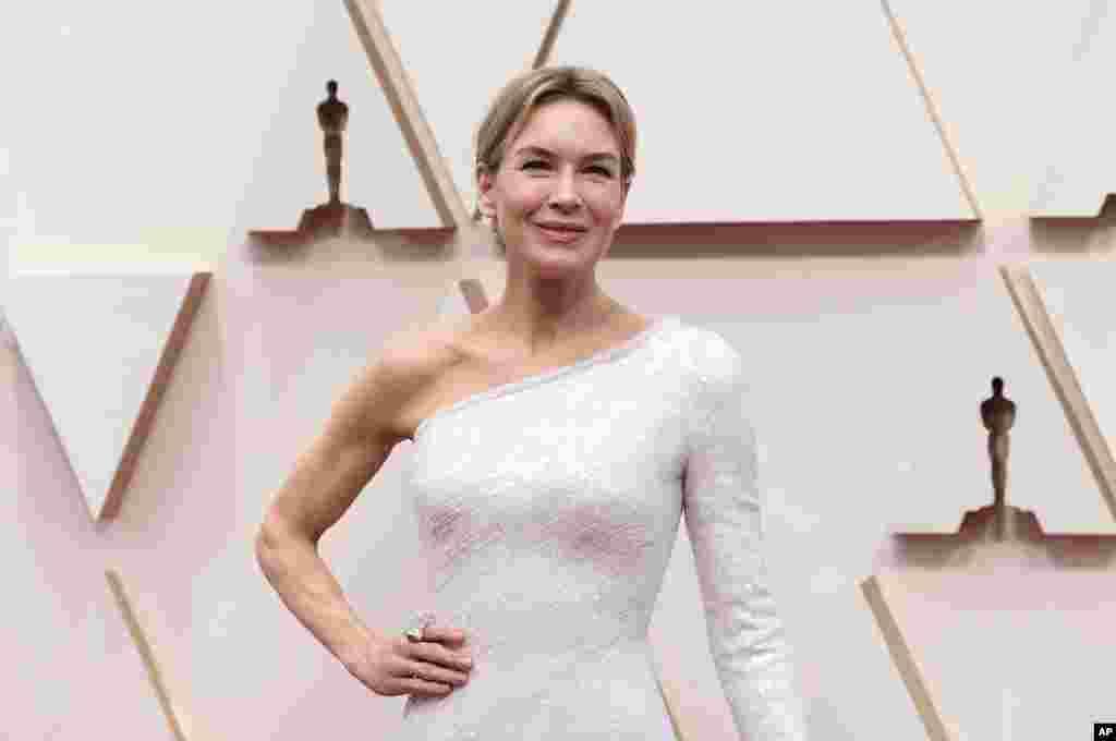 رنی زلوگر بازیگر ۵۰ ساله آمریکایی که جایزه بهترین بازیگر زن امسال را برد. او پیشتر در ۲۰۰۳ جایزه بهترین بازیگر نقش مکمل را برای فیلم «کوهستان سرد» گرفته بود.