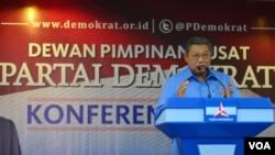 Ketua Majelis Tinggi merangkap Ketua Umum Partai Demokrat Susilo Bambang Yudhoyono mengumumkan hasil konvensi Partai Demokrat di Jakarta, 16 Mei 2014 (Foto: VOA/Fatiyah Wardah)