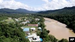 Sungai Baram di Baram, negara bagian Sarawak. (AP/Vincent Thian)