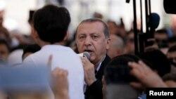 레제프 타이이프 에르도안 터키 대통령이 지난 17일 이스탄불에서 열린 쿠데타 희생자 장례식에서 연설하고 있다. (자료사진)