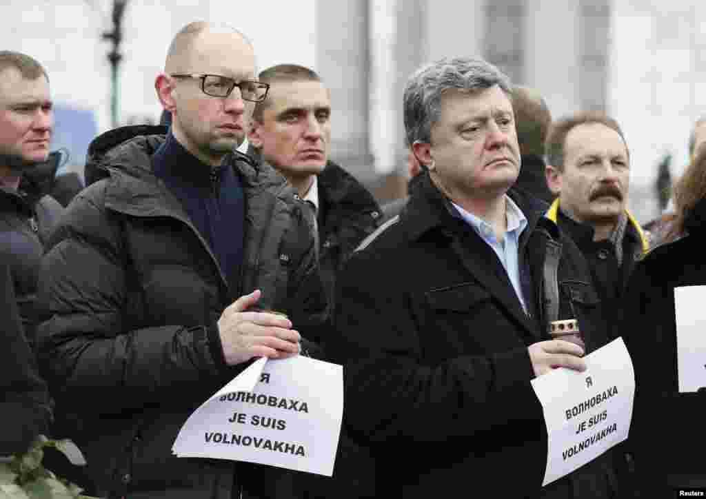 Ukrainian President Petro Poroshenko (front right) and Prime Minister Arseny Yatseniuk (front left) take part in a peace march, in Kyiv. Fighting has intensified near Donetsk airport as separatists tried to oust government forces, Ukraine, Jan.18, 2015.