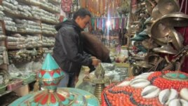 Shopkeeper Saroj Khanal gets ready for customers, Kathmandu, Nov. 17, 2013. (Aru Pande/VOA)