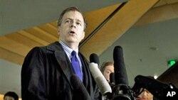 美國談判代表戴維斯對媒體發表講話。