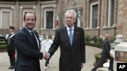 Thủ tướng Ý Mario Monti (phải) và Tổng thống Pháp Francois Hollande tại cung điện Madama, Rome, 4/9/2012