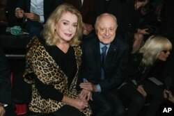 پی ار برژه در کنار کاترین دنو ، بازیگر مشهور فرانسوی