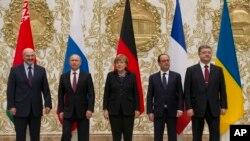 Pregovarači u Minsku: Lukašenko,Putin, Merkel, Oland, Porošenko