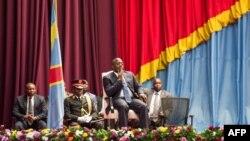Le président congolais Joseph Kabila lors d'une séance spéciale du Parlement au lendemain de la démission du Premier ministre Augustin Matata, le 15 novembre 2016, à Kinshasa.