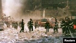 امدادگران در نیویورک پس از حملات تروریستی یازده سپتامبر ۲۰۰۱