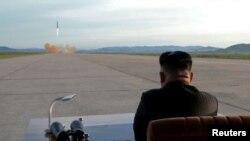 Kim Conq Un hakimiyyətə gəldikdən bəri ölkəsinin ballistik raket proqramını intensivləşdirib.