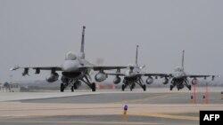 미 공군의 F-16 전투기.