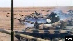 Snage lojalne libijskom lideru Gadhafiju napreduju prema Benghaziju