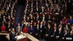 Presiden AS Barack Obama saat menyampaikan pidato kenegaraannya di hadapan Kongres dan Senat AS, Selasa malam (1/25).