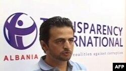 Shqipëri: Analistët mbi akuzat e ndërsjella të forcave politike për korrupsion
