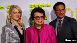 "Cast members Emma Stone, left, and Steve Carell pose with former tennis player Billie Jean King at the premiere of ""Battle of the Sexes"" in Los Angeles, Sept. 16, 2017. (REUTERS/Mario Anzuoni )"