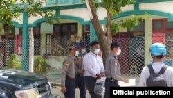 ေက်ာင္းသားသမဂၢအဖြဲ႕ဝင္ တဦးကို မႏၱေလးၿမိဳ႕ ခ်မ္းေအးသာစံ တရားရံုးမွာ ေတြ႔ရ။ (ဓာတ္ပံု - All Burma Federation of Student Unions - cec - စက္တင္ဘာ ၂၈၊ ၂၀၂၀)