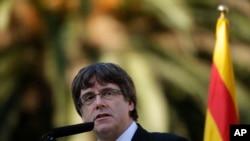 加泰罗尼亚自治区主席普伊格德蒙特在巴塞罗那对媒体讲话 (2017年10月15日)