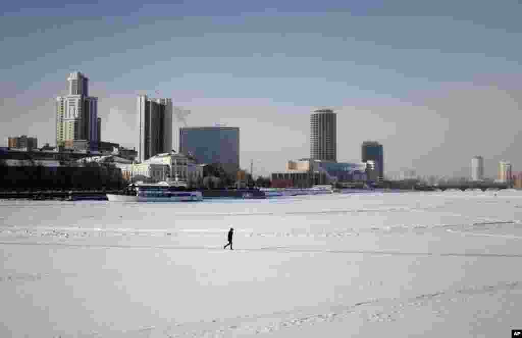 Yekaterinburg's central pond is frozen over in winter. High rises pepper the skyline. January 31, 2012. (VOA-Y. Weeks)