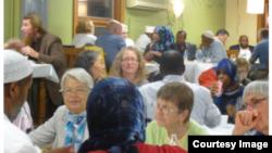Acara Berbuka Puasa bertajuk 'Taking Heart' yang diprakarsai oleh Minnesota Council of Churches, membuka kesempatan bagi masyarakat untuk mengenal lebih dekat tentang Islam dan Ramadan (Photo: Courtesy Image).