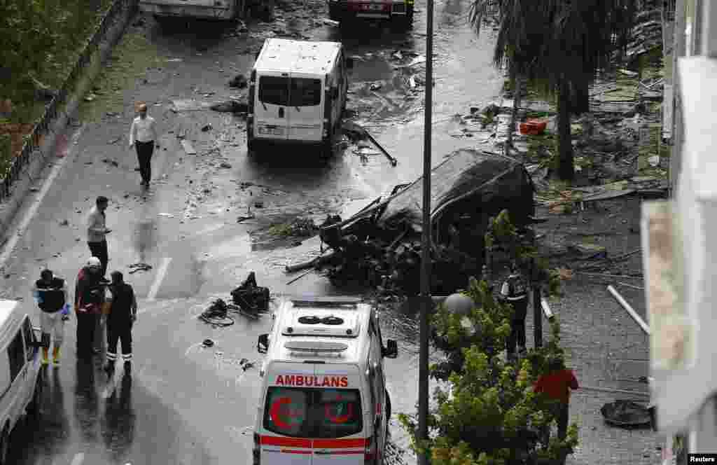 ترکی کے شہر استنبول میں ہونے والے ایک بم دھماکے میں سات پولیس اہکاروں سمیت گیارہ افراد ہلاک اور 30 سے زائد زخمی ہو گئے ہیں۔
