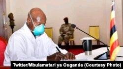 Perezida Yoweri Museveni wa Uganda yatangaje ko igihugu cyose cyinjiye muri 'Guma mu rugo'