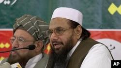 Hafiz Mohammad Saeed, right, chief of Jamaat-ud-Dawwa and founder of Lashkar-e-Taiba, addresses a news conference with anti-American cleric Sami ul Haq in Rawalpindi, Pakistan, April 4, 2012.