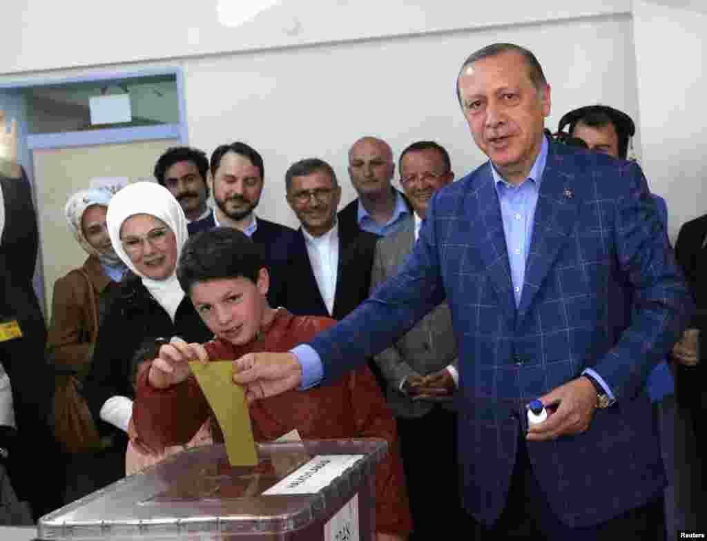 Serokê Tirkiyê Li Stenbolê Dengê Xwe Dide