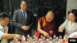 流亡藏人悼念自焚者(2012年资料照)