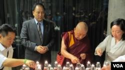 Buổi thấp nến cầu nguyên cho những người Tây Tạng tự thiêu