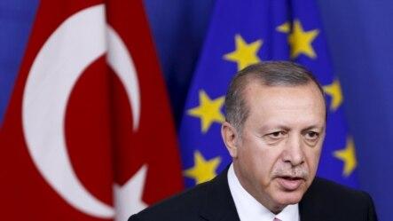 土耳其总统埃尔多安2015年10月5日在位于布鲁塞尔的欧盟总部回答媒体提问