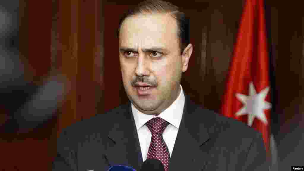 Jordan's government spokesman Mohammed al-Momani speaks to the media after a closed door meeting of the parliamentary government in the House of Representatives in Amman, Jan. 29, 2015.