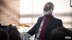 Pendeta North yang hidup dengan HIV, pada Konferensi AIDS Internasional. (Foto: VOA/Alison Klein)