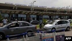 阿尔及尔国际机场门口