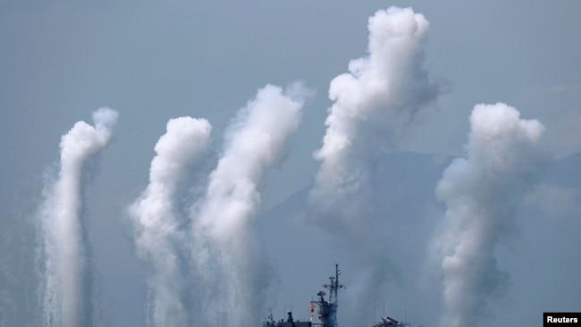 台灣諾克斯級巡航艦參加宜蘭海軍基地附近舉行的軍演。 (2018年4月13日)