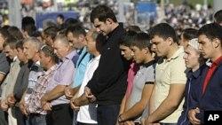 Moskova'da Ramazan Bayramı namazını kılan Müslümanlar (Ağustos 2011)