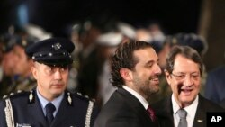 Le Premier ministre libanais Saad Hariri, au centre, et le président chypriote Nicos Anastasiades, Chypre, 28 octobre 2017.
