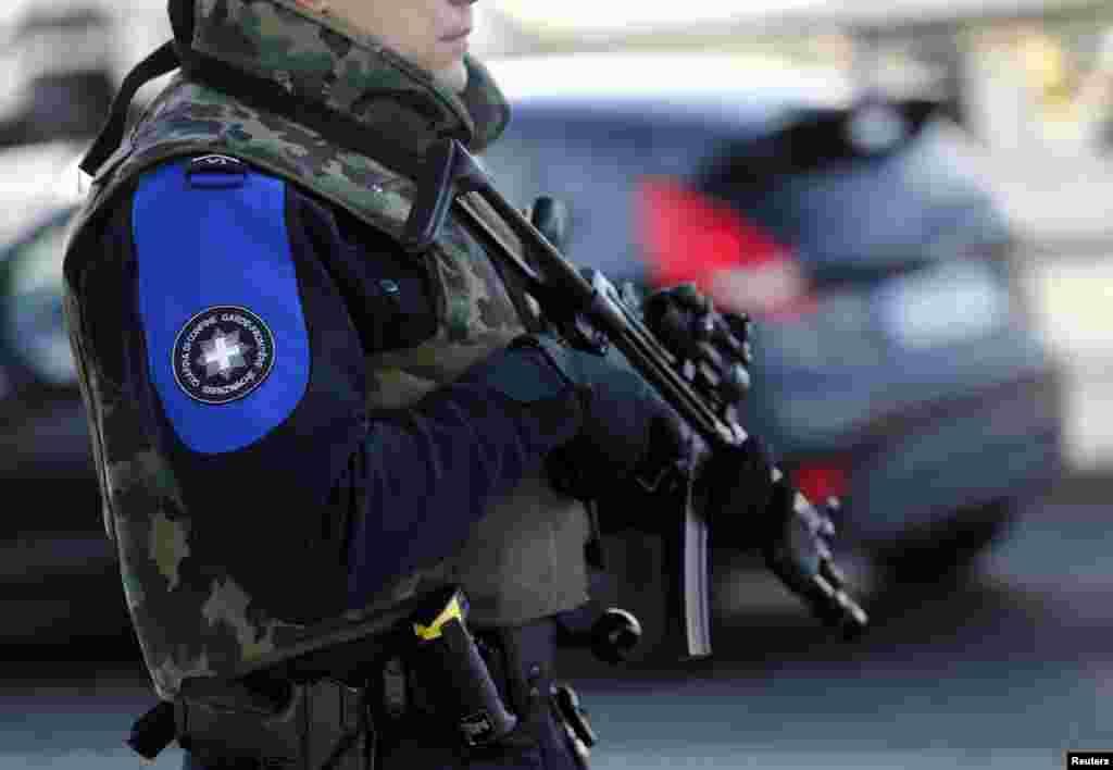 ჟენევის ქუჩებში მძიმედ შეიარაღებული პოლიცია პატრულირებს